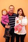 Vítání dětí na radnici ve Zlíně.  Roman a Pavla Kašpárkovi s dcerami Eliškou a Anežkou (vpravo)