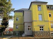 V Brumově-Bylnici přebudovali starou školu v luxusní bydlení zejména pro seniory.