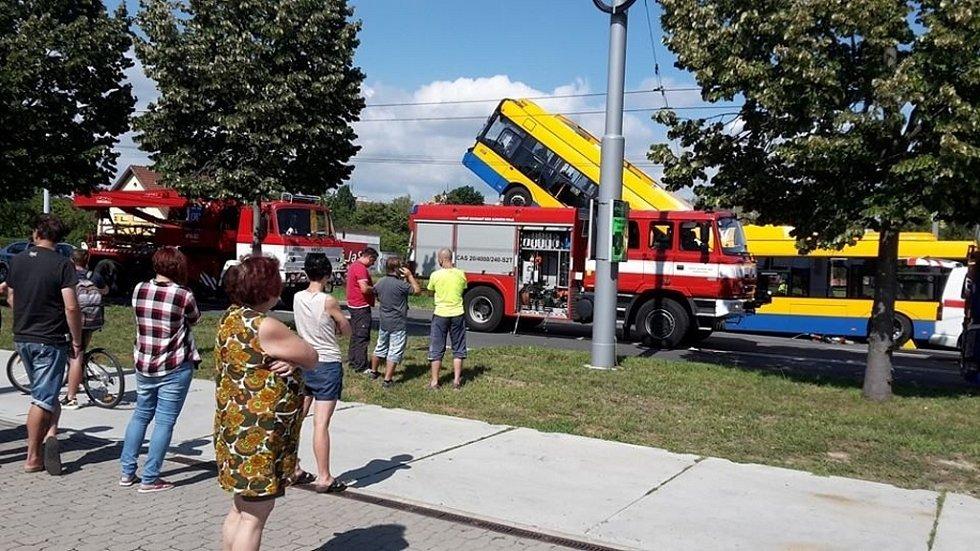 Situace na místě nehody trolejbusu v Otrokovicích-Kvítkovicích