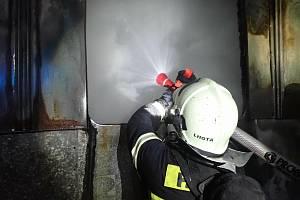 Požár maringotky ve Lhotě u Zlína.