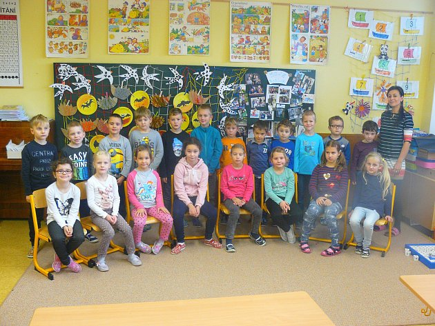 Žáci třídy 1.B. ze Základní školy Luhačovice střídní učitelkou Mgr. Danou Josefíkovou.