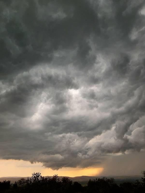Mistřice před bouřkou (13. 6. 2020)