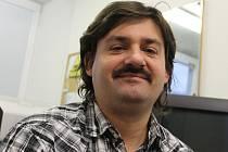 Na snímku je Petr Podlešák z oddělení marketingu Fatry Napajedla.