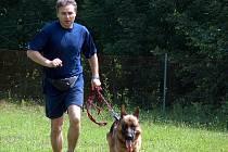 Policisté pátrají po pachateli, který minulý týden zastřelil chovateli z Mysločovic na Zlínsku psa a vážně poranil fenku. Kriminalisté nevylučují, že to má na svědomí myslivec.
