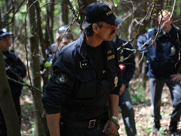 Policisté na místě nálezu.