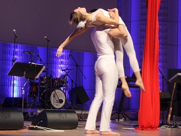 Jedenatřicetiletý Michal Jurčo a šestadvacetiletá Stanislava Sekretárová jsou dva talentovaní akrobaté z Bratislavy, kteří spolu působí pod uměleckým názvem Vertigo