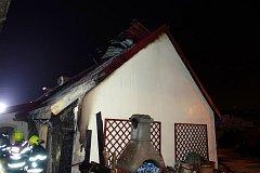 """Požáru rodinného domu ve Zlíně v ulici Na Výsluní. Do obytných částí domu se požár nerozšířil,"""" informoval Řezníček."""