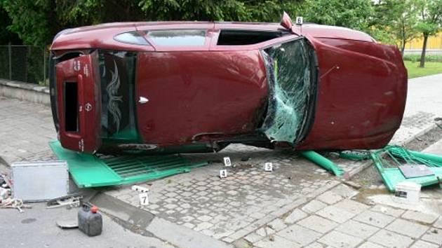 UTEKL. Od místa nehody utekl i řidič auta značky Opel, který v polovině května havaroval v centru Zlína.