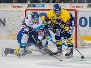 Utkání 18. kola Tipsport extraligy ledního hokeje se odehrálo 14. listopadu v liberecké Home Credit areně. Utkaly se celky Bílí Tygři Liberec a PSG Berani Zlín. Na snímku v bílém je Jakub Valský.
