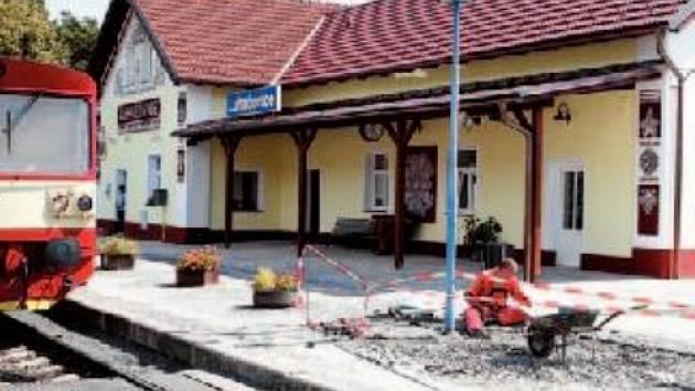 Luhačovické nádraží vypadá jako na počátku 20. století