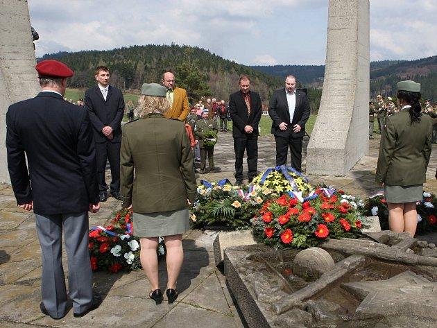Památník v Ploštině.