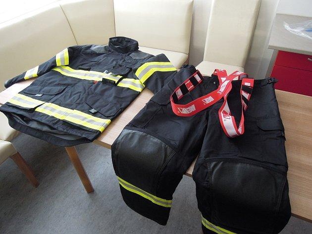 Hasiči ve Vizovicích mají nové obleky i obuv.