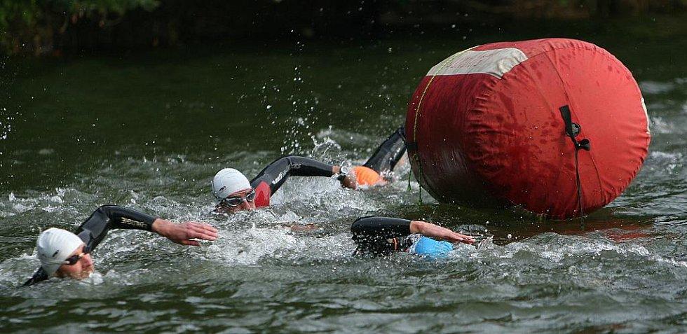 Účastníci otrokovického Moraviamanu museli na dlouhých triatlonových distancích absolvovat 3,8 kilometru plavání, 180 kilometrů v sedle kola a na závěr 42,2 km dlouhý maraton