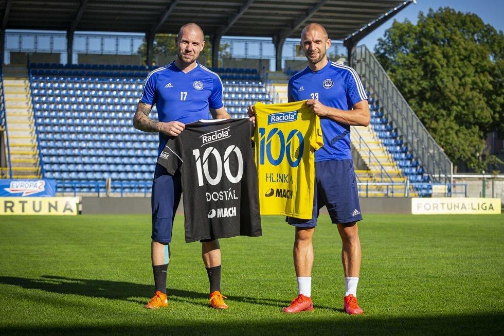 Zlínský brankář Stanislav Dostál odchytal v nejvyšší fotbalové soutěži rovných sto zápasů.