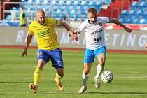 Záložník  Zlína Marek Hlinka (vlevo) se v lize trefil po dvou letech.