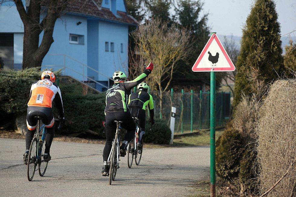 Cyklisté ve Spytihněvi; neděle 28. února 2021
