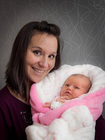 Maminka Lenka Vaculová zOtrokovic se svojí dcerkou Markétkou. Na svět ji přivedla vroce 2014.