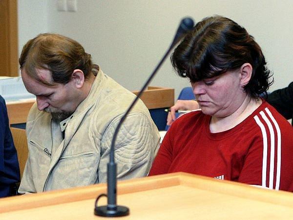 Vraždící manželé Motalíkovi stráví ve vězení 20 a 22 let. Rozhodl o tom v úterý Vrchní soud v Olomouci.