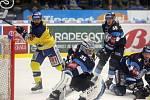 Hokejisté Zlína (ve žlutých dresech) v posledním zápase letošního roku 2018 vyzvali Bílé Tygry z Liberce.