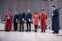 Diplomy a jmenovací dekrety si v pátek 28. února převzali noví doktoři a docenti na Univerzitě Tomáše Bati ve Zlíně.