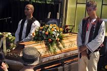 Poslední rozloučení s českým prozaikem, fejetonistou, publicistou a autorem manifestu Dva tisíce slov Ludvíkem Vaculíkem v obřadní síni v jeho rodišti Brumově-Bylnici se uskutečnilo v sobotu 13. června 2015. Ludvík Vaculík zemřel 6. června 2015 ve věku 88