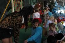 Děti se na karnevalu v Městském divadle Zlín výborně bavily.