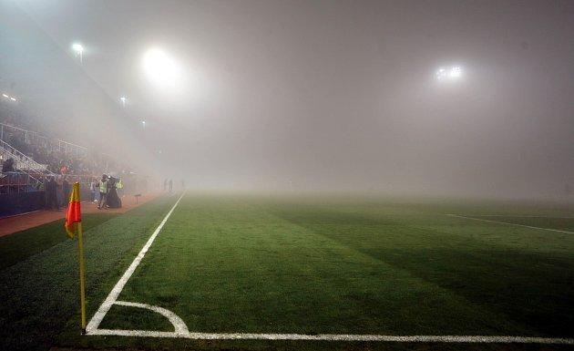 Zápas Evropské ligy  FC Zlín vs. FC Kodaň - mlha na Andrově stadionu v Olomouci