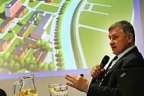Beseda hejtmana Jiřího Čunka s občany o zdravotnictví v kavárně 14|15 Baťova Institutu ve Zlíně.