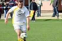 Útočník Poteče David Bartoška v sobotu slavil pětadvacet let a jako dárek si nadělil hattrick proti béčku Mladcové a výhru 4:1.