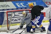 Extraligoví hokejisté Zlína se připravují na ledě na semifinále s Třincem.