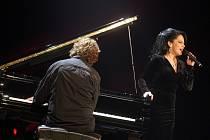 Koncert Lucie Bílé a Petra Maláska v kongresovém centru ve Zlíně.