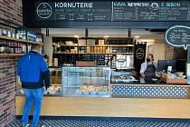 Pro občerstvení s sebou si chodí zákazníici i do kornuterie