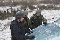 Vojáci od pondělí pracují na výstavbě oplocení kolem areálu muničního skladu ve Vrběticích.