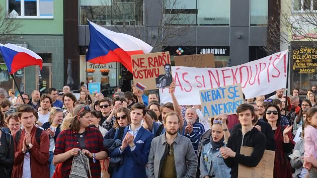 Demostrace proti vládě A. Babiše na náměstí Míru ve Zlíně.