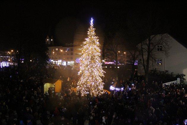 Ve Zlíně rozsvítili vánoční strom. Začal Adventní Zlín.