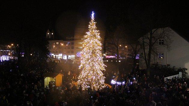 Ve Zlíně rozsvítili vánoční strom.