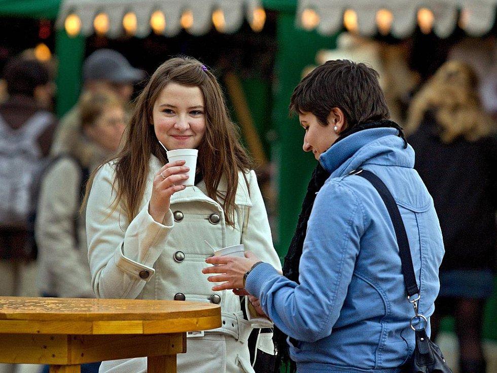 Zlínské náměstí Míru patří od 13. prosince vánočním trhům. Ty potrvají jaště dalších deset dnů.