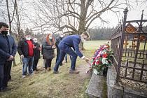 Pietními akty si připomněli zástupci kraje události související s koncem 2. světové války. Památku padlých uctili položením květinových darů u pomníků na Ploštině, Vařákových pasekách, u Juřičkova mlýna a v Prlově.