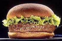 Domácí hamburger na grilu