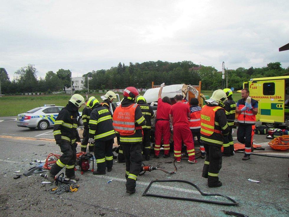 Vážná nehoda si 29. 5. 2019 vyžádala pět zraněných.