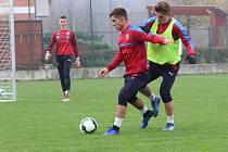 Česká fotbalová devatenáctka se na hřišti v Baťově chystá na středeční utkání s Lucemburskem
