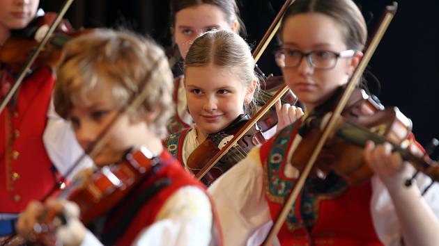 Soutěž cimbálových muzik v ZUŠ ve Zlíně. Na snímku cimbálová muzika Valášek ze Zlína