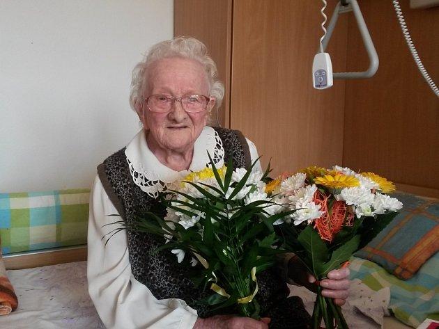 Alžběta Dujková oslavila 102. narozeniny. Gratulovalo i město
