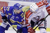 Hokejové utkání Tipsport extraligy v ledním hokeji mezi HC Dynamo Pardubice (v černožlutém) a PSG Zlín (v modrém) v Tipsport aréně.