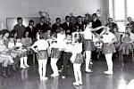 VÍTÁNÍ OBČÁNKŮ 1974. Akci zajišťoval předseda MNV Arnošt Polášek s tajemníkem Aloisem Svitákem. Vítány jsou děti Bačových, Kostkových, Šebákových, Macháčkových, Hrabinových, Ščuglíkových, Remešových, Martincových, Hubáčkových, Kadlčákových a Máčalových.