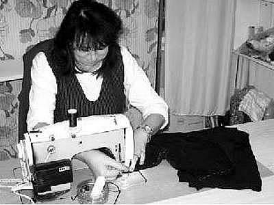 Šití se Zdena Tkadlečková věnuje už téměř čtyřicet let.