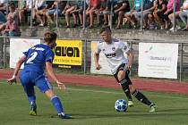 Fotbalisté Zlína (v bílých dresech) ve 2. kole MOL Cupu porazili třetiligový Uničov 4:1.