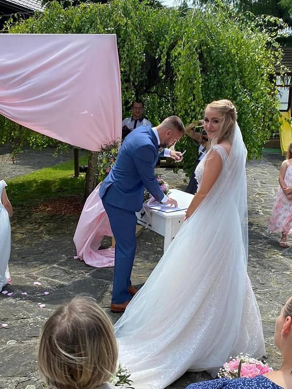 Fotbalista Fastavu Zlín Antonín Fantiš se o víkendu oženil.