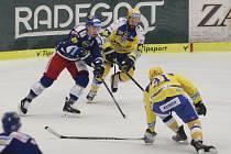 Extraligoví hokejisté Zlína (ve žlutém) v nedělním 39. kole hostili rivala z Brna – Kometu.