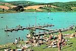 U PŘEHRADY. V 60. letech 20. st. byla Luhačovická přehrada hojně využívána k rodinným i firemním dovoleným. Zahájení výstavby přehrady započalo v roce 1912. Již rozestavěná přehrada dokázala uchránit Luhačovice a Pozlovice před povodní v roce 1926.